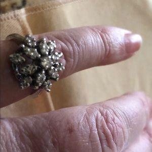 Jewelry - Ring w diamonds